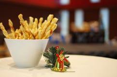 Bâtons de fromage avec la décoration de Noël Photographie stock libre de droits