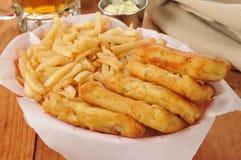 Bâtons de poissons et pommes frites Image libre de droits