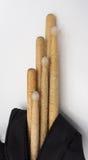 Bâtons de tambour et sacs noirs Photos stock