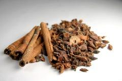 Bâtons et épices de cannelle Photo stock