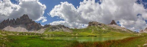 Böden sjöar i Dolomiteberg Royaltyfri Foto