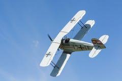 BÃ ¼ cker BÃ ¼ 133 Jungmeister双翼飞机飞行 库存图片