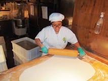 Bäcker auf dem Arbeitskochen Stockfoto