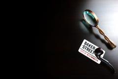 Bäcker Street Sign And Sherlock Holmes Symbol On Black Table Stockbilder