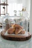 Bäckerei angezeigt in der Glasglocke lizenzfreies stockfoto