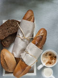 Bäckerei, die gesundes Lebensmittel anredet Lizenzfreie Stockbilder
