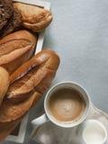 Bäckerei, die gesundes Lebensmittel anredet Stockbild