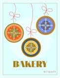 Bäckerei mit dem Hängen von drei Kuchen - Pflaume, Marmelade Lizenzfreie Stockbilder