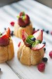 Bäckerei mit Erdbeere lizenzfreies stockfoto