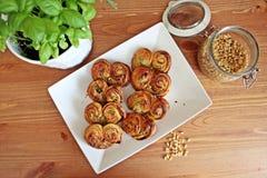 Bäckerei mit Pesto lizenzfreies stockbild