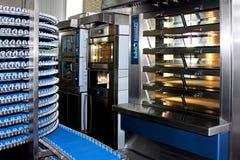 Bäckereiproduktion Lizenzfreie Stockfotos