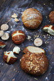 BäckereiSortiment in einer rustikalen Art Stockbild
