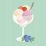 Bälle der Eiscreme mit Erdbeere Stockbilder