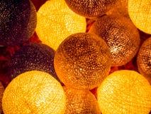 Bälle des Lichtes, helle Kette des Feiertags Stockfotografie