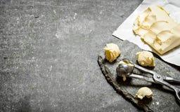 Bälle von Butter mit einem Messen scissors Lizenzfreies Stockbild