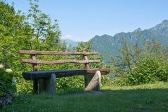 Bänk i berglandskap Royaltyfria Foton