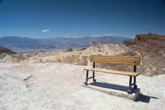 Bänk i ett Death Valley Royaltyfria Bilder