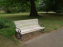 Bänk i parkera i London Arkivfoton