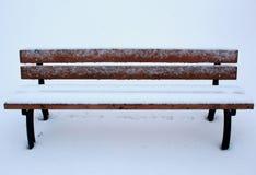 Bänk i vinter arkivbild