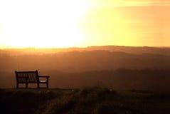 Bänk och solnedgång. Royaltyfria Foton