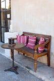 Bänk och tabell i Santanij Royaltyfri Fotografi