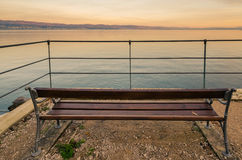 Bänk på kusten Fotografering för Bildbyråer