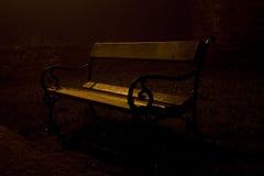 Bänk på natten Arkivbild
