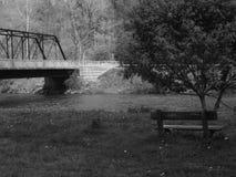 Bänk vid en flod Fotografering för Bildbyråer