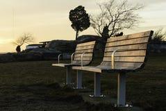 Bänkar near solnedgång Arkivbild