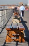 bänkboardwalk Royaltyfri Bild