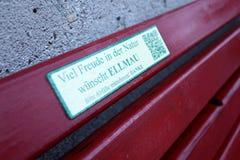 Bänkdetalj i Ellmau, Österrike royaltyfria foton
