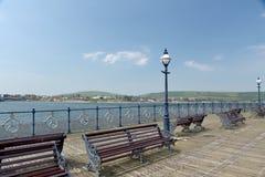 Bänke auf Pier bei Swanage Lizenzfreies Stockbild