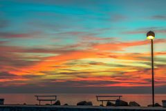Bänke bei Sonnenaufgang Stockbilder
