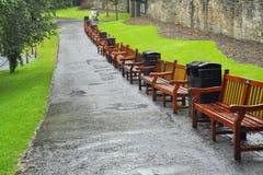 Bänke in den Prinzen Street Gardens, Edinburgh stockbild