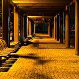 Bänke in der Nacht Stockbilder
