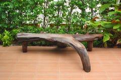 Bänke gemacht von den Wurzeln. Lizenzfreie Stockfotos