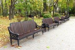 Bänke im Park Stockbild