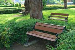 Bänke im Park Lizenzfreie Stockfotos