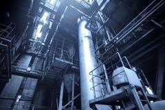 bär för maskineristycken för den olika fabriken den industriella inre plattformen till använt trans Arkivfoton