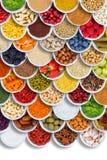 Bär för stående format för ingredienser för frukt- och grönsakmatkryddor från över arkivbilder