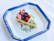 Bär frukt den italienska hemlagade kakan för pajen Arkivbilder