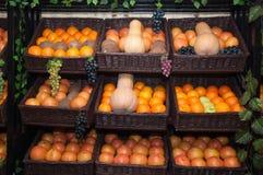 Bär frukt hyllan Royaltyfri Fotografi