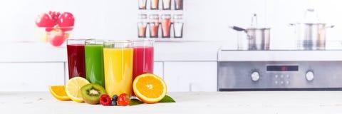 Bär frukt orange apelsiner för fruktsaftsmoothiesmoothies frukter som banret läker Fotografering för Bildbyråer