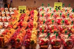 Bär frukt till salu i en localmarket Arkivfoto