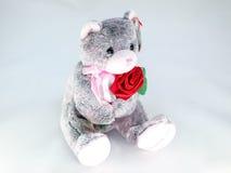 Bär mit rosafarbener Blumenpuppe Stockfotos