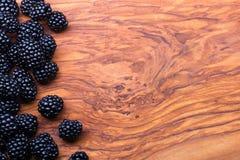 Bär på träbakgrund Royaltyfria Foton