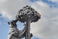 Bär und Erdbeerbaum-Statue in Madrid, Spanien. Lizenzfreie Stockfotos