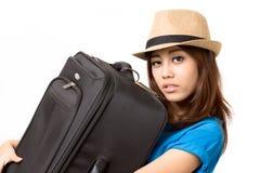 Bära ett bagage Royaltyfri Foto