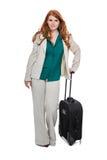 Bärande bagage för affärskvinna Royaltyfri Fotografi
