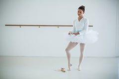 Bärande balettskor för ballerina Fotografering för Bildbyråer